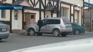 Пьяный мужчина пытался открыть личное авто очень странным способом