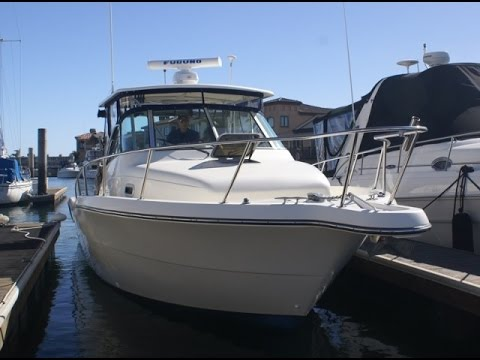 """Pursuit 3070 Offshore """"Looks & Features"""" Tour by South Mountain Yachts"""