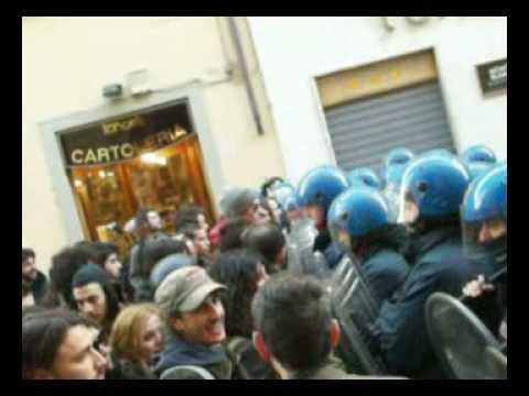 Pisa - scontri davanti alla Sapienza -  contestazione Marcello Pera