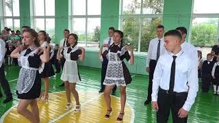 Танец-флешмоб выпускников и первоклассников 2017-2018
