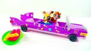 Маша отправляет игрушки Литл Пет Шоп на пикник. Машина с бассейном