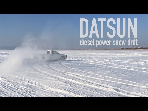 Даем угла по снегу на Nissan Datsun D21