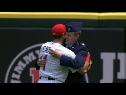 BAL@CWS: Eaton on greeting brother before the game