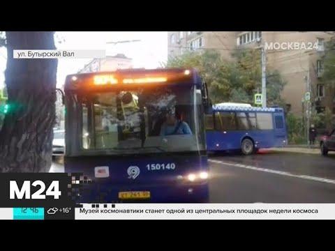 На Бутырском валу автобус перекрыл движение на повороте - Москва 24