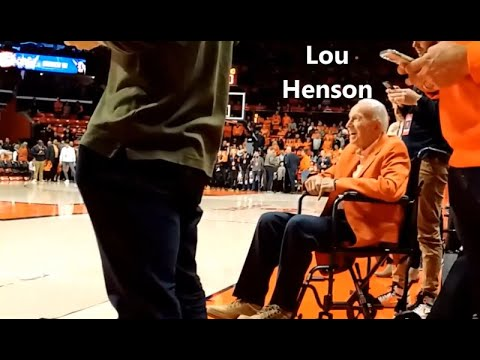 Lou Henson Sits for a Portrait