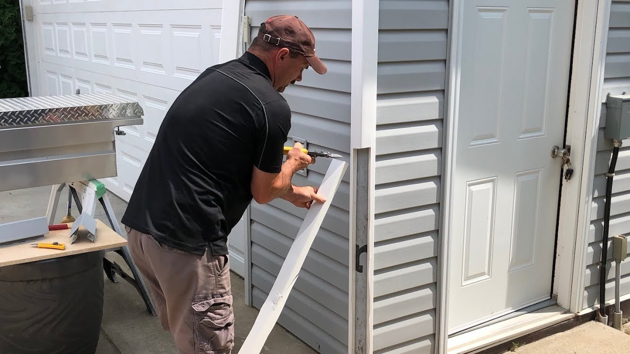 How To Replace A Vinyl Siding Corner Youtube