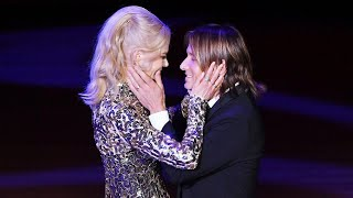 Nicole Kidman and Keith Urban Passionately Kiss on Stage at NYC Gala