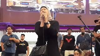 Mummy dari Singapore peminat setia Sentuhan belanja lgu Sambutlah Kasih.dpt tepukan gemuruh penonton MP3