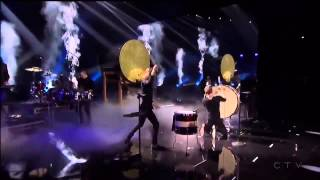 Imagine Dragons - Demons + Radioactive (American Music Awards 2013)