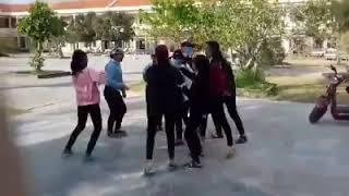 Nữ sinh 11b10 trường THPT TVƠ nổi loạn và cái kết[troll lày] năm 2018