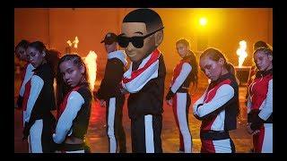 Daddy Yankee & Snow - Con Calma (Video Parodia-No Hay Plata-El Mani)