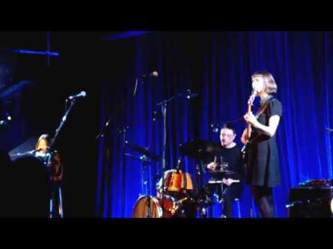 Bic Runga - Listening for the Weather (Live and pregnant)