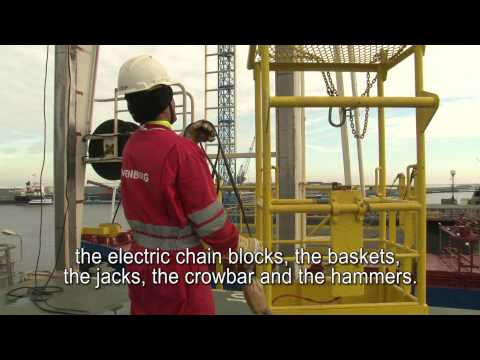 Wagenborg shipping video: safety procedures hatchcover cranes