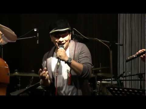 Tompi & Indra Lesmana - Sepasang Mata Bola @ Mostly jazz 28/04/12 [HD]