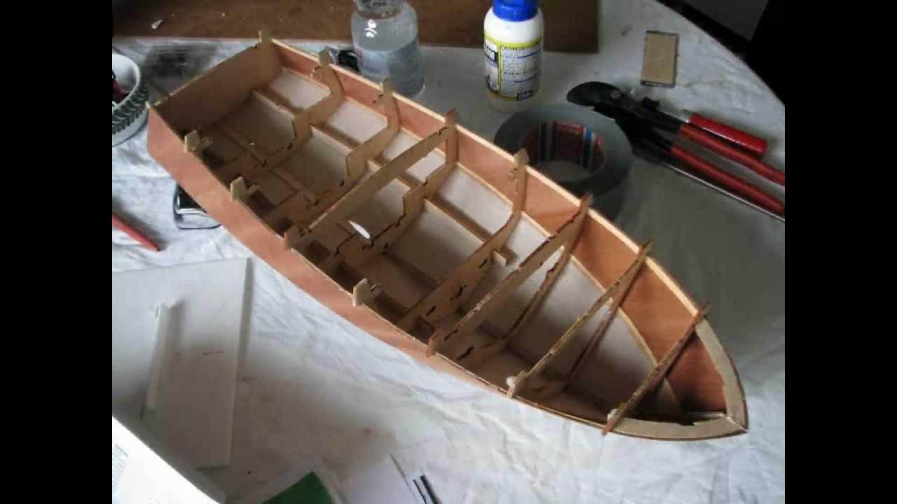 aeronaut diva holz modellboot rc klassisches kaj tboot der 60er youtube. Black Bedroom Furniture Sets. Home Design Ideas