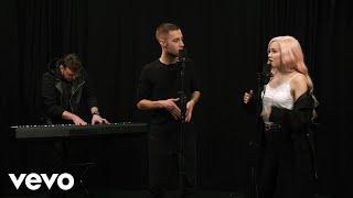 Смотреть клип Saszan Ft. Michał Szczygieł - Wystarczy