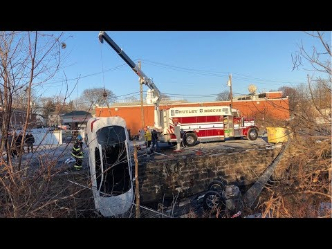 Nutley Fire And Rescue 2 Car MVA With Rollover Into The Third River And Recovery 1-18-17