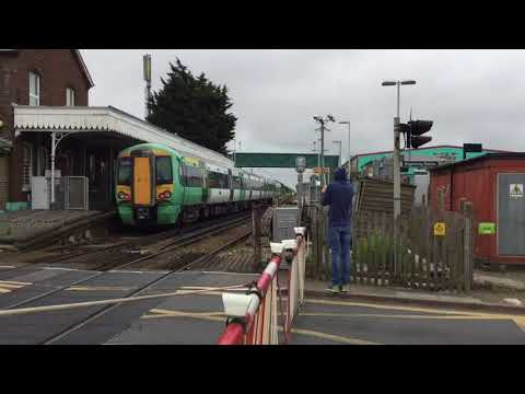Angmering Station Level Crossing (W.Sussex) Saturday 12.05.2018
