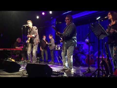 Bob Britt with Delbert's band Self-Made Men at the Harvester 12-1-18