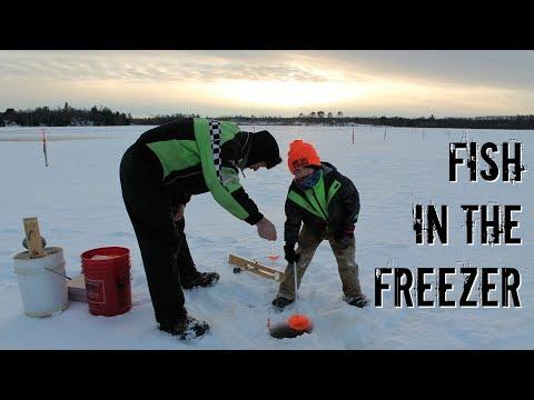 🎣ICE FISHING At Blockhouse Lake   Large Family Winter Adventure😃