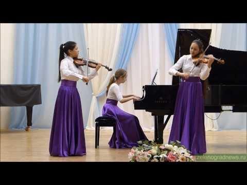 Лим Галина (скрипка), Гуржий Светлана (скрипка) и Ванина Ольга (фортепиано)
