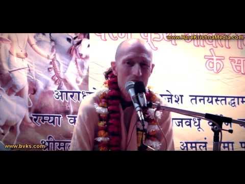 Jaya Radhe Jaya Krishna Bhajan Sung by Bhakti Vikas Swami at Vrindavan
