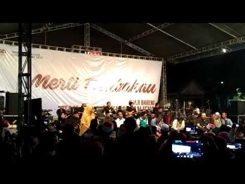 Novia Kolopaking feat Kyai Kanjeng membawakan Lagu Kalimah dalam acara Merti Tembakau Di Semarang