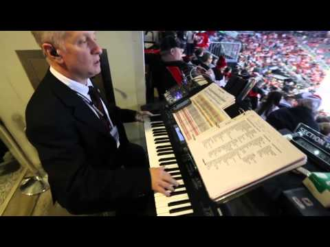 Video: New Jersey Devils organist keeps hockey tradition alive