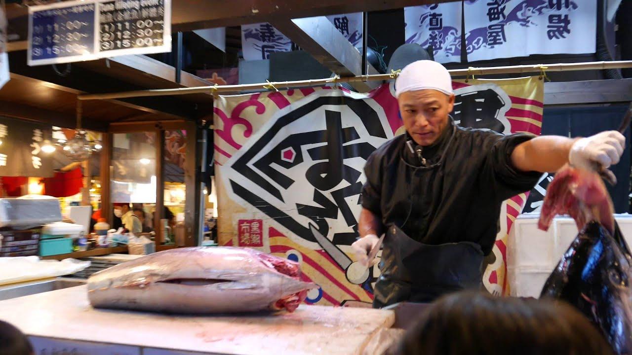 Wakayama - Japan -Kuroshio Market: Tuna Filleting Show