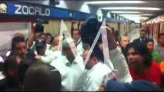 Usa AMLO el metro para llegar a su cierre de campaña