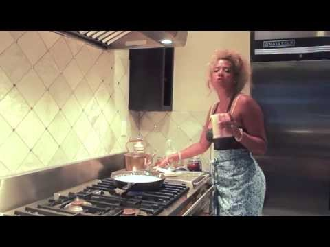 IN THE POT- Kelis Cooking Web Series- Mac N Cheese