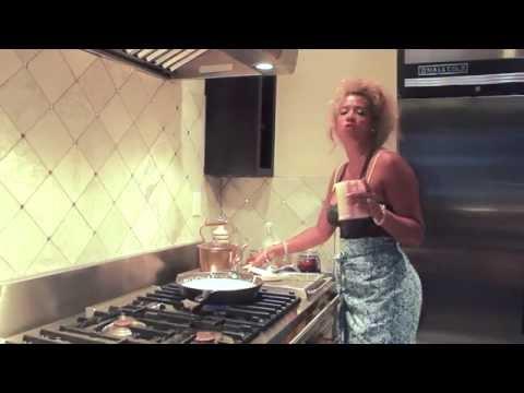 IN THE POT- Kelis Cooking Web Series- Mac N Cheese