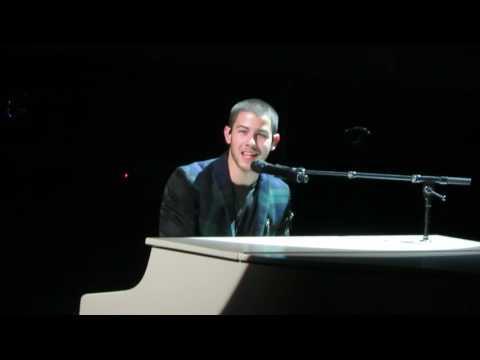Nick Jonas - A little bit longer Live