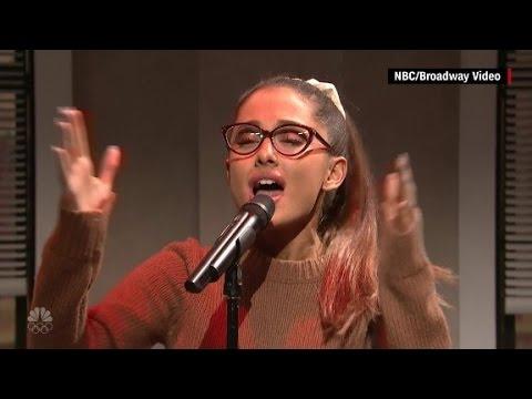 Ariana Grande conquista al público imitando a Shakira, Rihanna y Jennifer Lawrence en Saturday Night Live