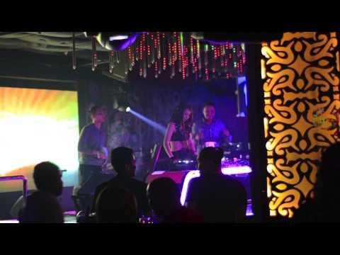 DJ AyClaudia at V2