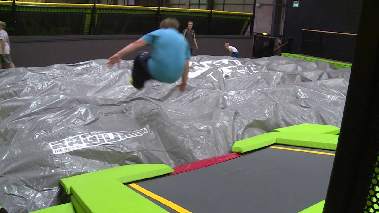Jump Xtreme Trampoline Park Xtreme Airbag Youtube