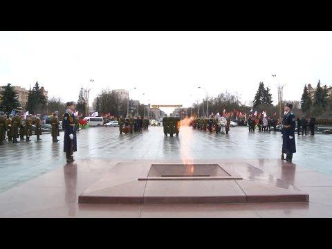 видео: Церемония возложения венков к памятнику Победы в Минске