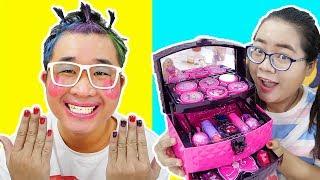 Download Ăn Kẹo Son Môi Troll Em Trai Trang Điểm Búp Bê Barbie ( Makeup For Brother) Mp3 and Videos