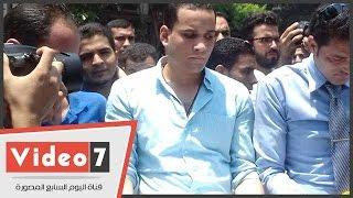 حملة الماجستير والدكتوراه يحملون أكفانهم أمام مجلس الوزراء