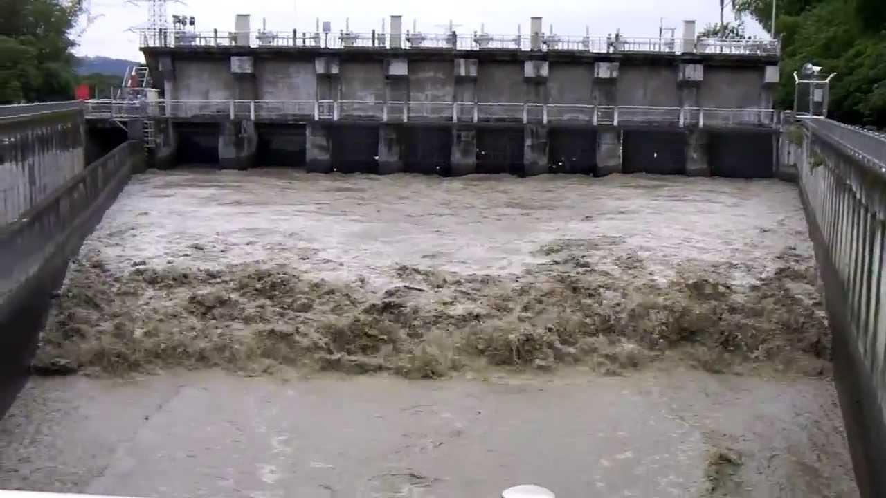 八堡圳公園排水門 大流量 - YouTube