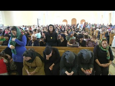 شاهد كيف استقبل المصريون رفات أقباط ذبحتهم الدولة الإسلامية في ليبيا …  - 21:23-2018 / 5 / 15