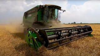 Gwałtowna ulewa na polu 🤓 Rolnik o kombajnie DEUTZ-FAHR 👍  Żniwa 2019