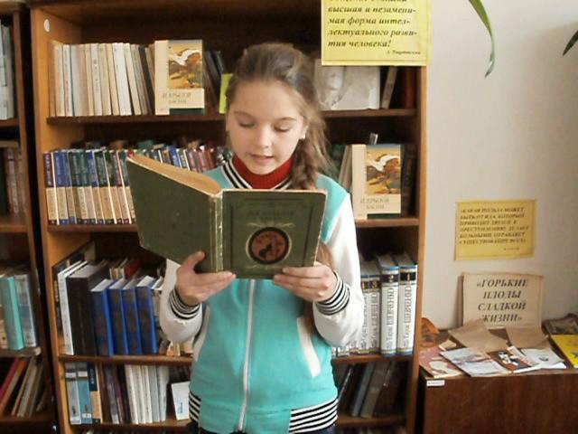 Изображение предпросмотра прочтения – АннаЧеповская читает произведение «Мартышка и очки» И.А.Крылова