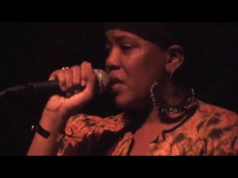 Dezarie with the Midnite Band at the Independent San Francisco August 4, 2009 whole show