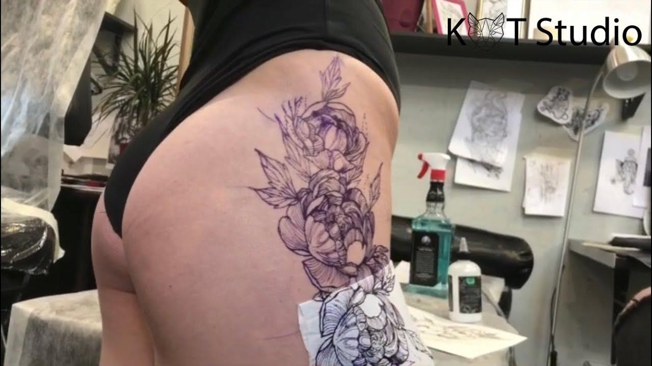 создание пионов на бедре красивые татуировки в Kot Studio