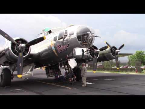 """Tour a Boeing B-17 """"Flying Fortress"""" WWII Bomber"""