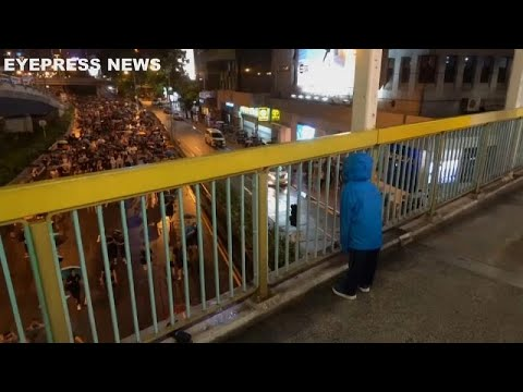 France 24:Watch: Chanting child strikes up rapport with Hong Kong protesters
