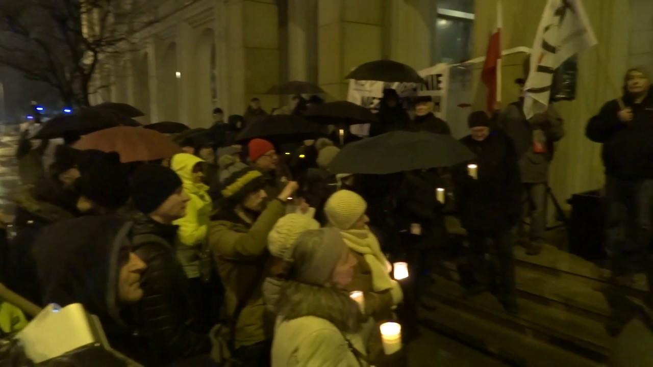 Pikieta KOD pod Sądem Okręgowym w Kielcach 05.12.2017