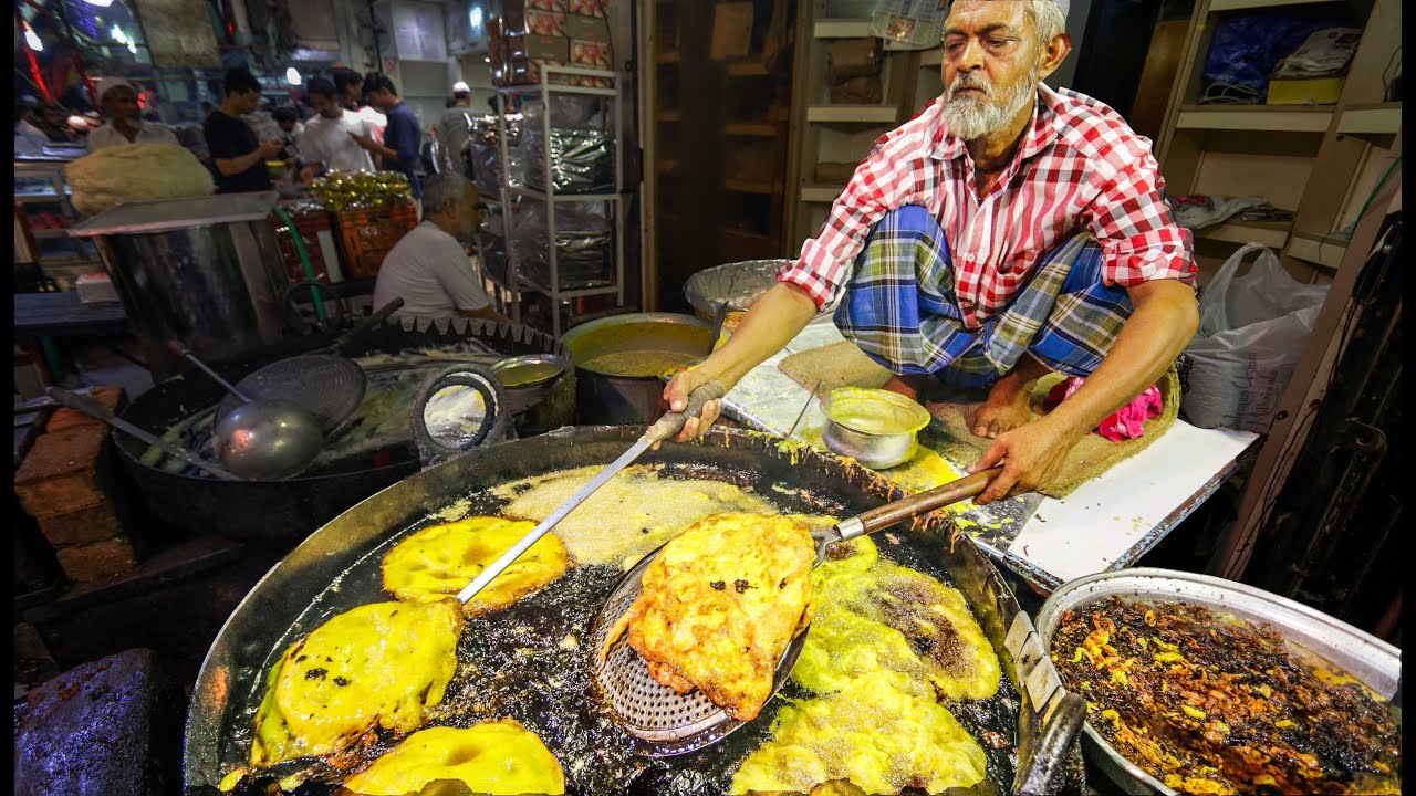 Indian street food tour in mumbai india street food in india best indian street food tour in mumbai india street food in india best curry youtube forumfinder Image collections