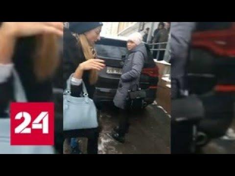 Приставы заинтересовались видео с хамским поведением сотрудницы в Москве - Россия 24